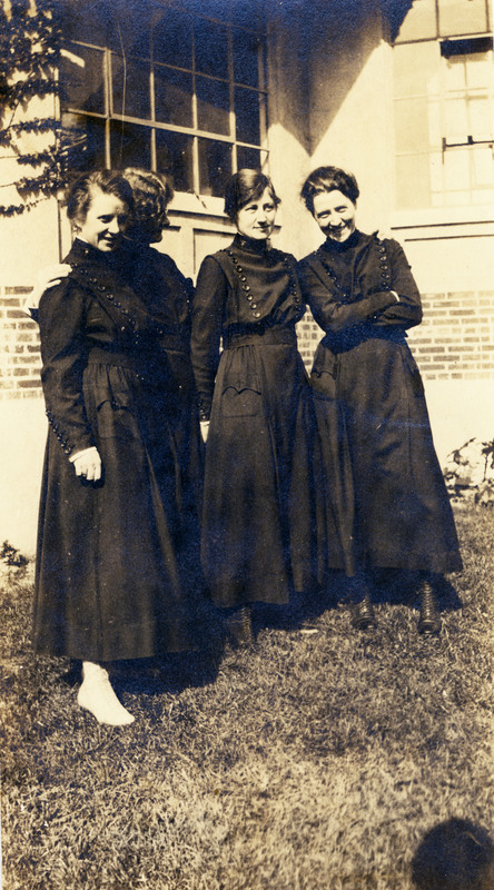 http://digital.lib.buffalo.edu/upimage/LIB-HSL009_EBAugustineEllisIsland4Friends1917_001.jpg